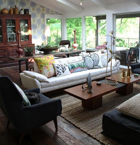 Интерьер по-европейски: 10 идей с диваном в неожиданных местах фото 6