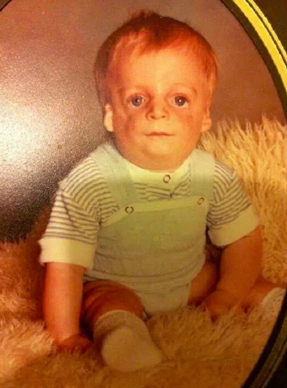 Родители отказались от сына, когда ему было всего 36 часов