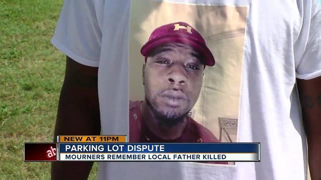 Отца троих детей застрелили на парковке супермаркета. Убийце не предъявят обвинение.