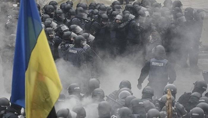 У здания Рады произошла стычка между митингующими и полицией