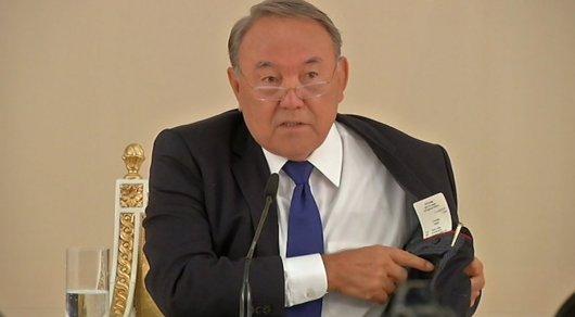 Президент Казахстана: «Мыимпортируем одежду ивсякую чепуху»
