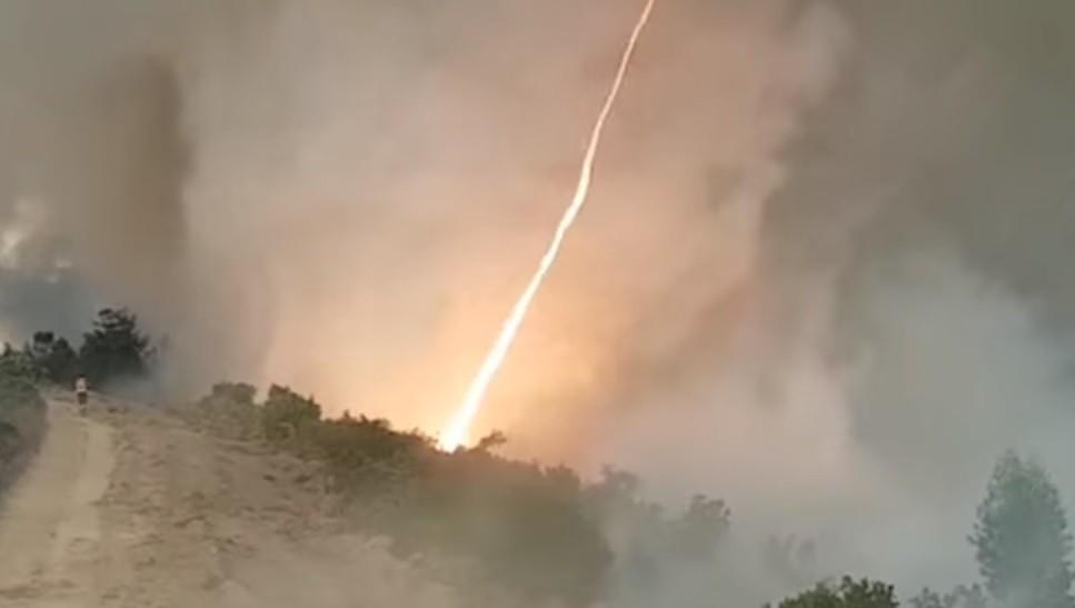 Появилось видео огненного торнадо во время лесных пожаров в Португалии