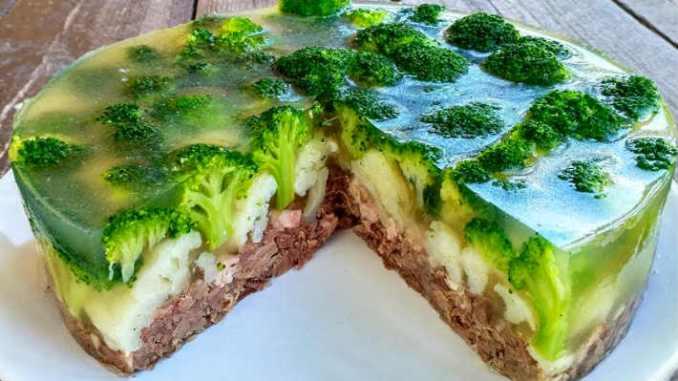 Красивый мясной заливной торт с овощами — Клевер