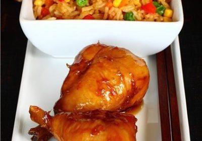 Глазированные куриные голени и жареный рис с яйцом по-кантонски