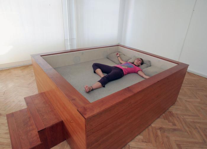 Уютная кровать от Kaffe Matthews.