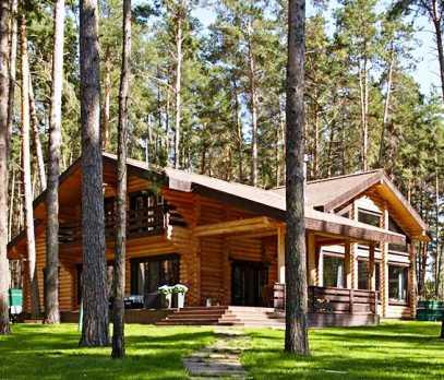 Уютный уголок — современный бревенчатый дом на берегу Волги