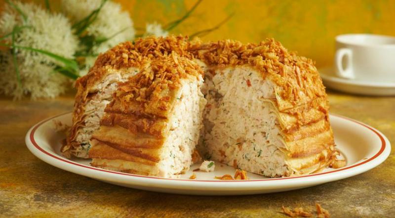 Блинный пирог с курицей и творогом