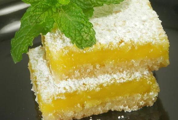 Нежный лимонный пирог со сладкой посыпкой