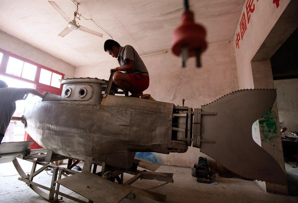 2568831 980x1200 0 Китайский крестьянин делает мини подлодки на продажу
