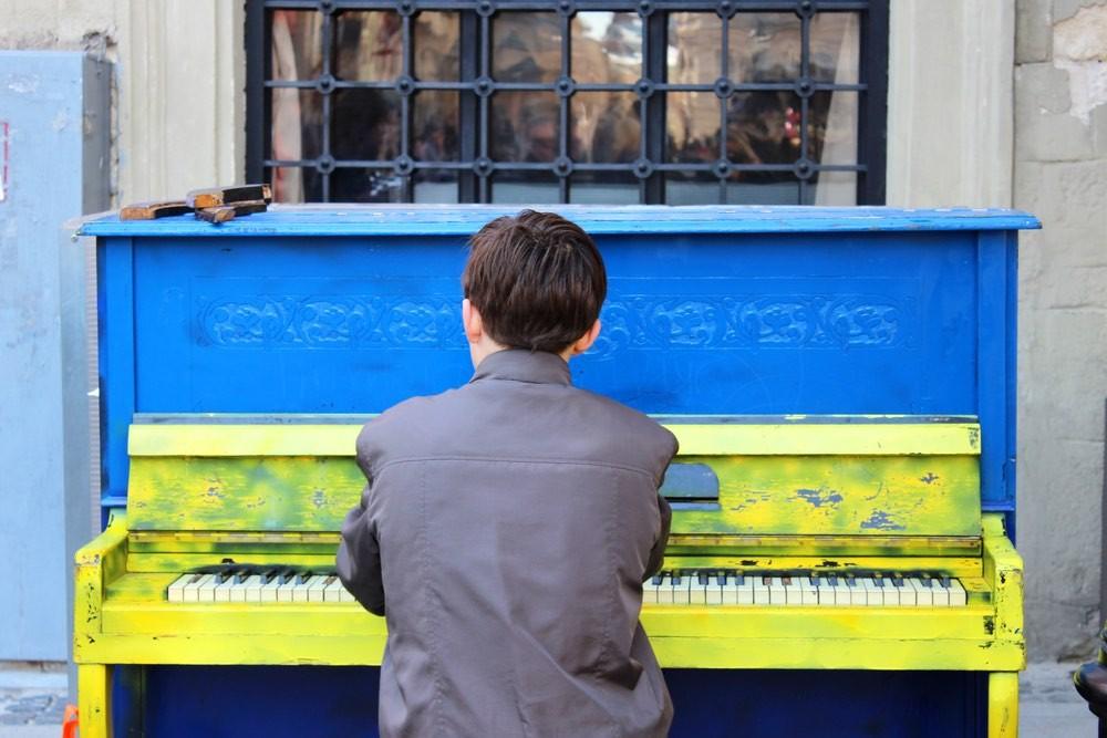 Картинки по запросу Украинцы жалуются на соседей, слушающих русскую музыку