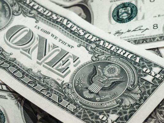 Россия и Китай против доллара: почему США изо всех сил пытаются защитить свою валюту