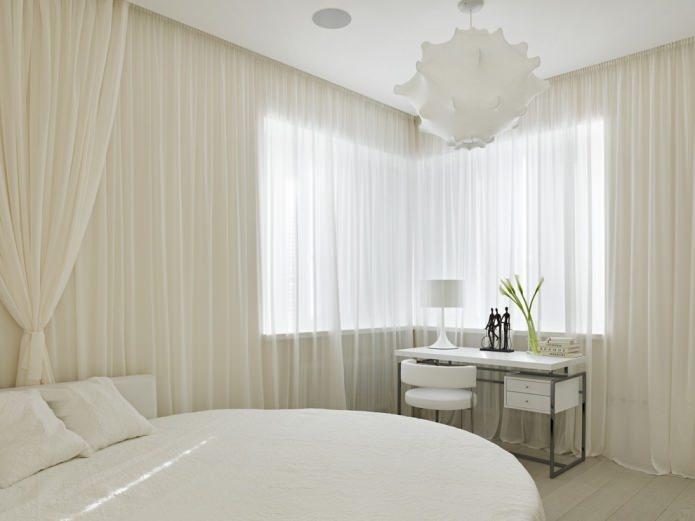 белый тюль в спальне