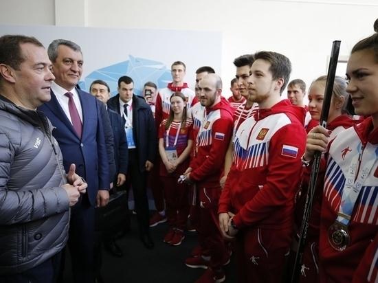 Медведев вслед за Путиным начал заниматься хоккеем