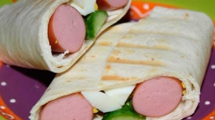 Тортилья с начинкой за 10 минут:  сытный завтрак или перекус