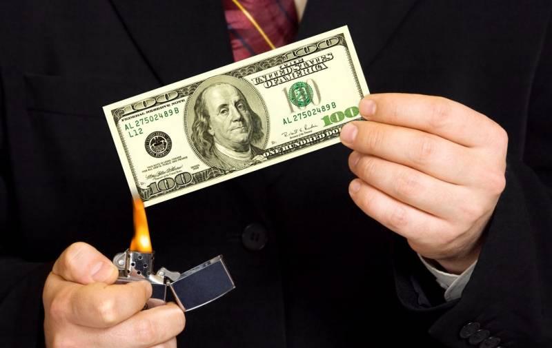 Отказавшись от доллара, Россия начала терять миллиарды