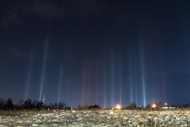 Как образуются «световые столбы»?