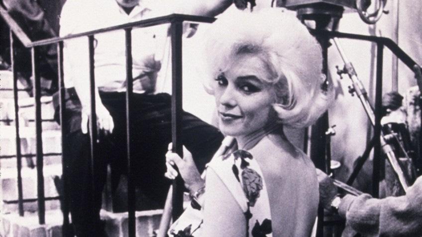 Мэрилин Монро на съемках фильма «Что-то должно случиться»