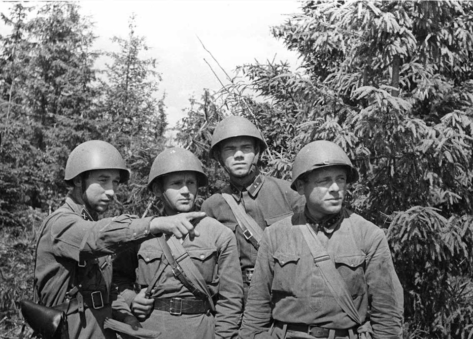Стреляли советским солдатам в спину: как националисты Украины и Прибалтики встретили войну