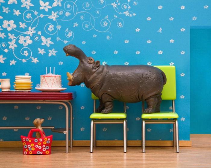 Тайная жизнь игрушек в фотопроекте Джеффа Фрисена. Бегемот-сладкоежка Hugo