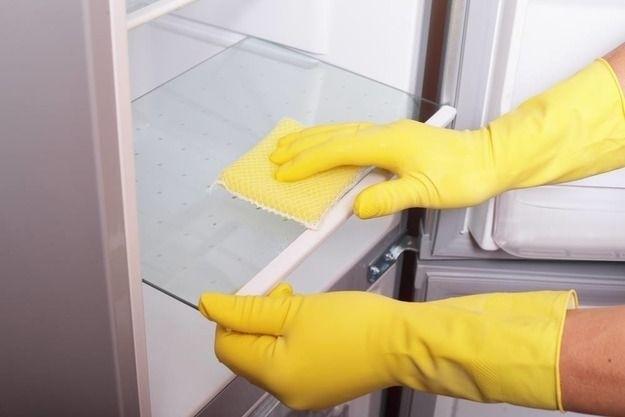 Сияющий холодильник изнутри и снаружи, и никакого неприятного запаха