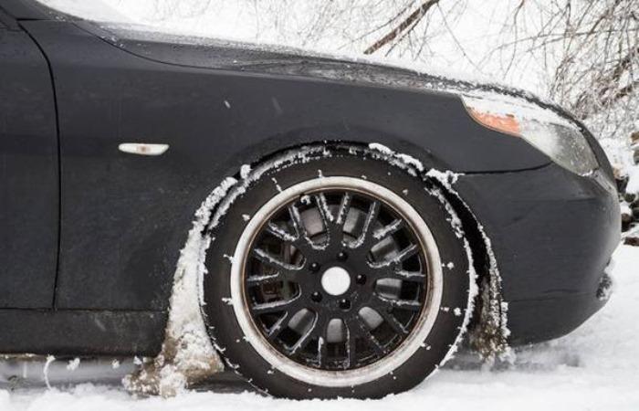 Как защитить автомобиль от налипания снега под крыльями