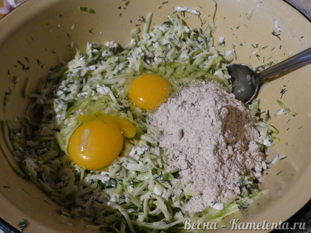 Приготовление рецепта Запеканка из кабачков с фетой шаг 4