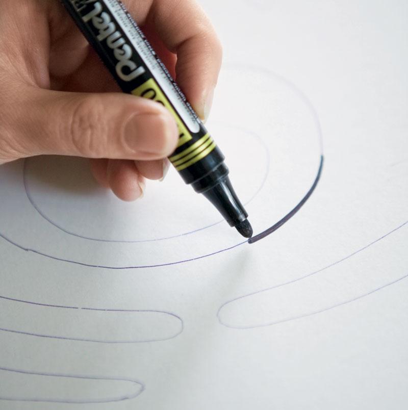 Обводим рисунок маркером