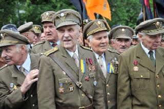 Ветераны ОУН-УПА | фото: http://aanalitik.com.ua/yarko-vyrazhennyj-nacionalisticheskij-xarakter-ukrainskix-protestov/