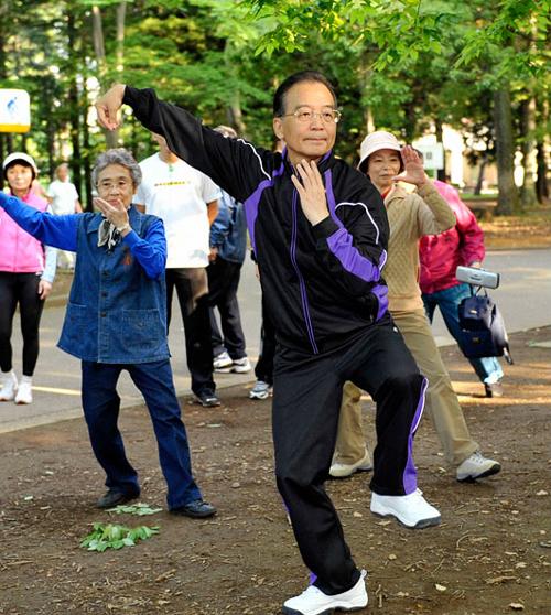 Гимнастика тайцзи на улицах Китая