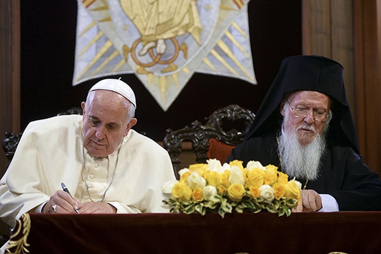 Повод для анекдота: почему Ватикан не признал новую «украинскую церковь»