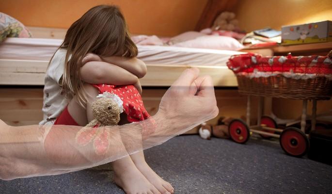 Любовник истязал дочь сожите…