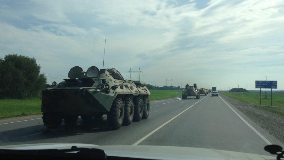 БТР столкнулся с легковым автомобилем в Кемерово