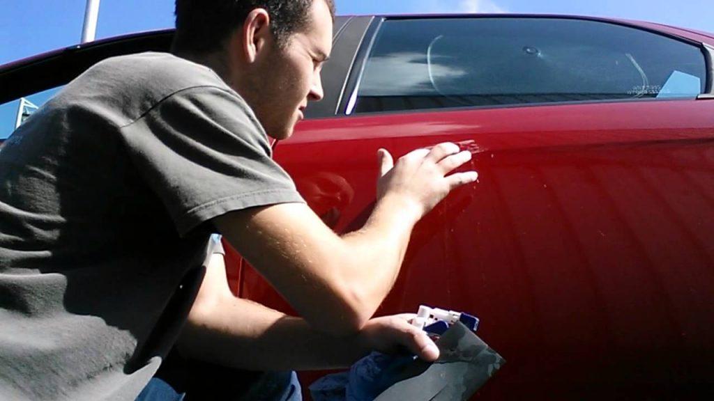 Как самому убрать царапины с авто?