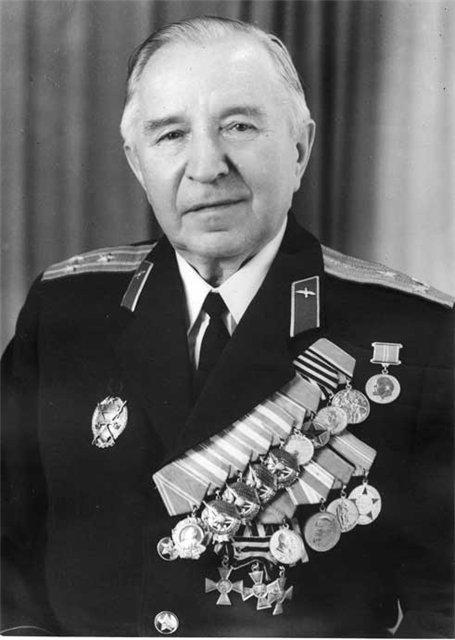 Советский офицер Никитин Сергей Никитович с Георгиевскими крестами, конец 70-х гг.