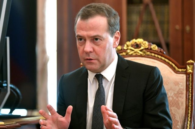Медведев поздравил «Аргументы и факты» с юбилеем