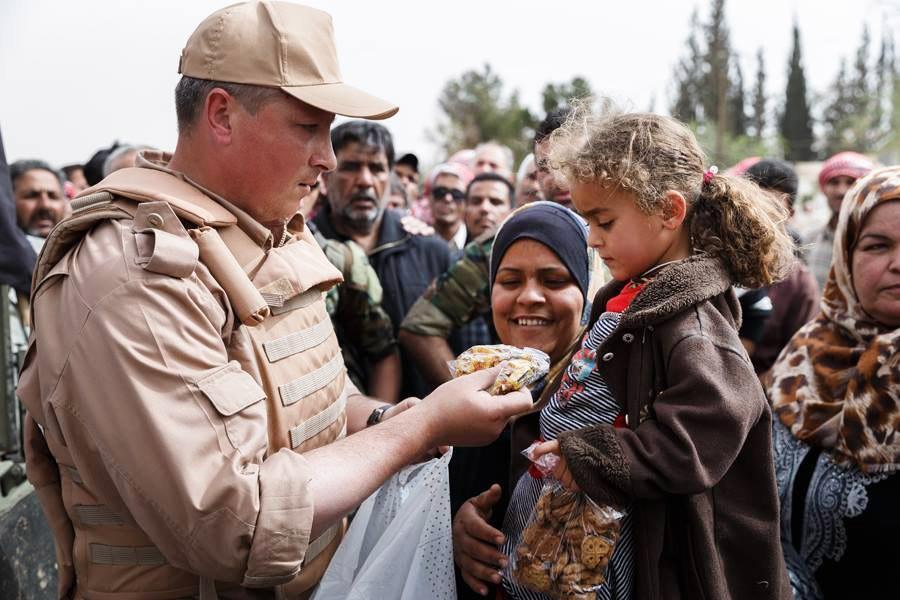 Российские военные доставили в Сирию более 2 тонн гумпомощи
