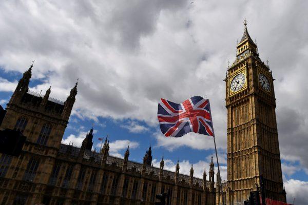 В Британии грядет буря: Мэй придется ответить за удар по Сирии