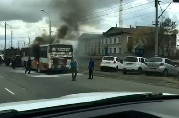 Автобус загорелся в пути на проспекте 60-летия Октября в Хабаровске