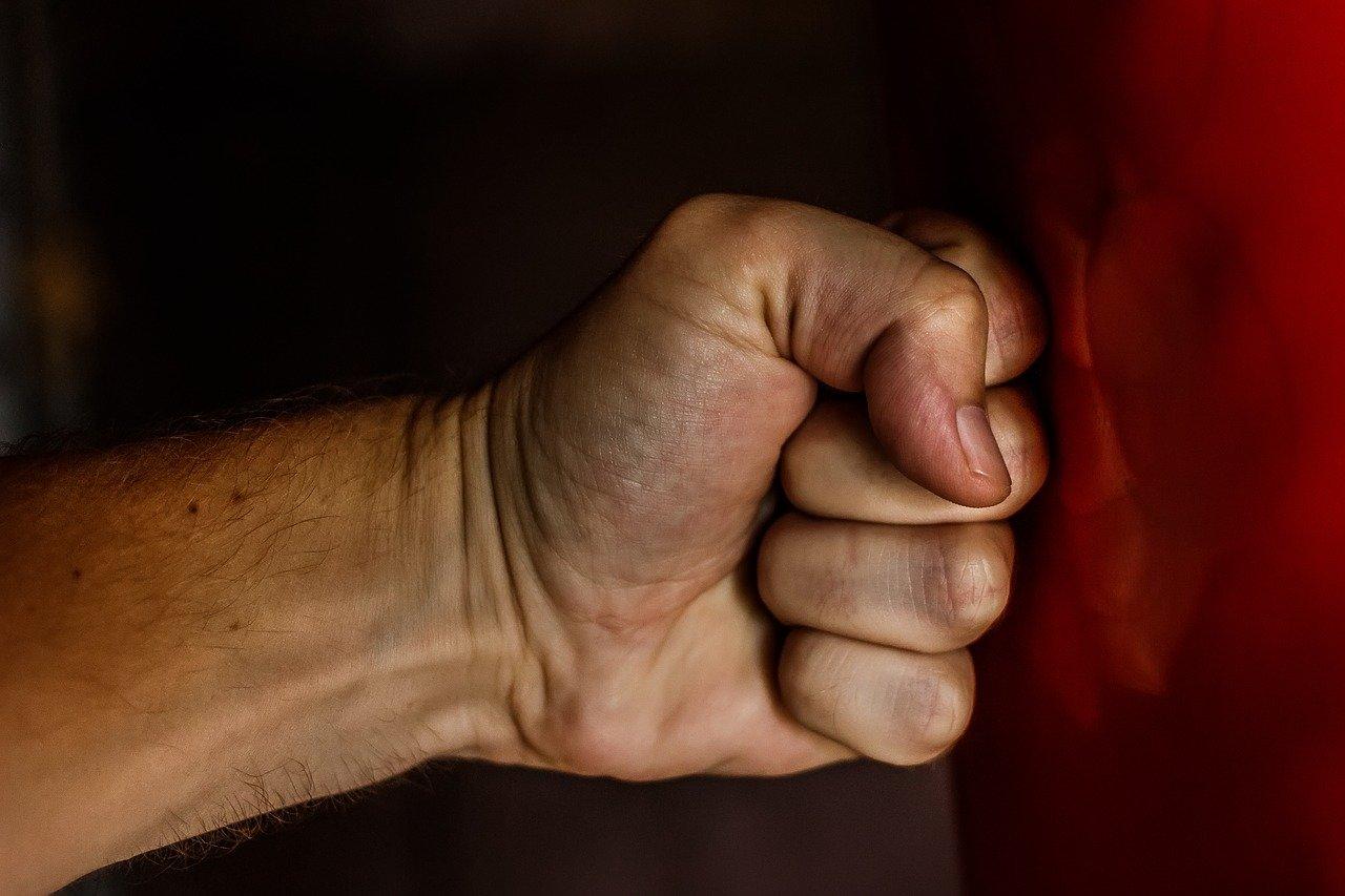 В Прикамье мужчина избил приятеля и оставил его умирать  на улице