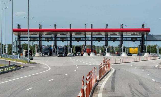 На всех платных дорогах РФ можно расплатиться за проезд любым транспондером