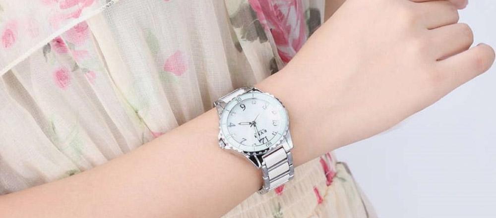 Как и с чем носить женские часы?