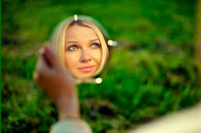 Практика настроя на красоту и молодость с зеркалом!