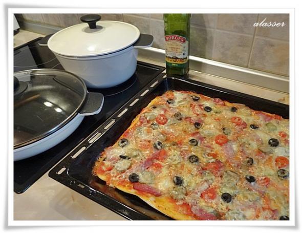 Пиццы много не бывает.
