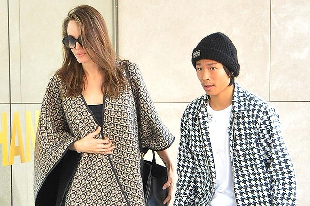 Анджелина Джоли с сыном Пакс…
