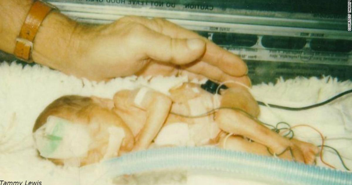 Когда-то она была Ñамым маленьким ребенком, рожденным в ТехаÑе. Теперь она - врач
