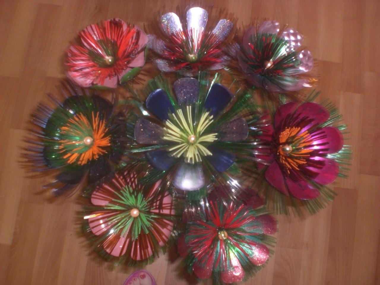 Цветы пластмассовых бутылок фото
