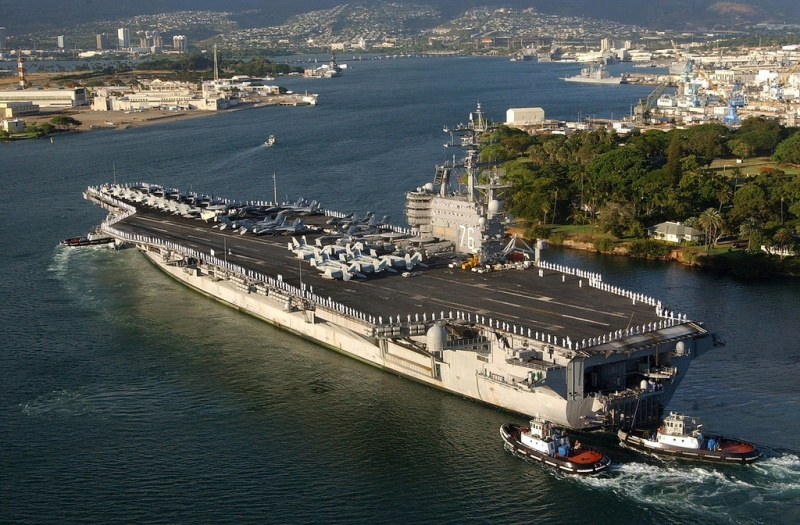 СМИ: авианосец ВМС США Ronald Reagan, доплавался и, не может покинуть Японию из-за неисправности