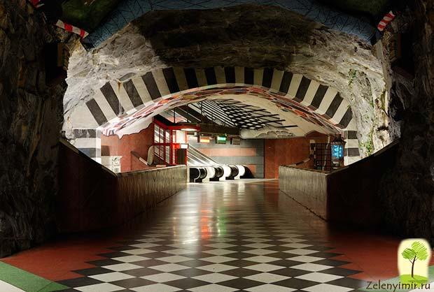 Ошеломляющее метро в Стокгольме – самая длинная художественная галерея в мире, Швеция - 18