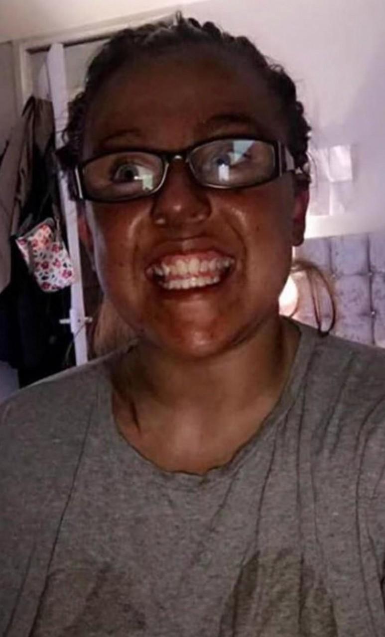 23-летняя Джессика Кларк из города Уолсенд (графство Тайн-энд-Уир, Великобритания) Безголовая женщина, автозагар, и смех и грех, и такое бывает, косметика, не повезло, прикол, странные вещи творятся