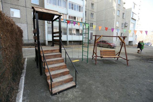 Жительнице Челябинска, построившей за своей счет детскую площадку, грозят штрафом в 100 000 рублей
